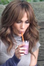 Jennifer Lopez at the Location For THE BACK-UP PLAN ON July 22, 2009 on the Streets of Manhattan, NY (29).jpg