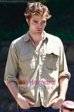 Robert Pattinson at the location for movie REMEMBER ME on July 2nd 2009 in Manhattan, NY (1).jpg