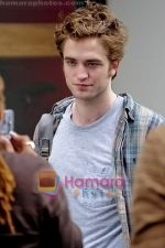 Robert Pattinson at the location for movie REMEMBER ME on June 15th 2009 in Manhattan, NY (3).jpg