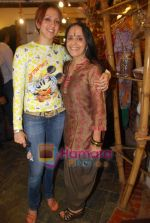 Ila Arun, Ishita Arun at Satva store in Khar on 4th Aug 2009 (76).JPG