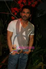 Sunil Shetty on the sets of Boogie Woogie in Andheri, Mumbai on 31st July 2009 (14).JPG