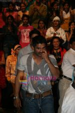 Sunil Shetty on the sets of Boogie Woogie in Andheri, Mumbai on 31st July 2009 (2).JPG