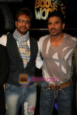 Sunil Shetty, Javed Jaffery on the sets of Boogie Woogie in Andheri, Mumbai on 31st July 2009 (6).JPG
