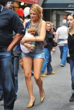 Blake Lively on the sets of GOSSIP GIRL on August 6, 2009 in NY (6).jpg