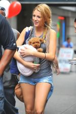 Blake Lively on the sets of GOSSIP GIRL on August 6, 2009 in NY.jpg