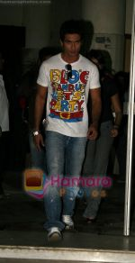 Shahid Kapoor at radio mirchi on 10th Aug 2009 (9).JPG