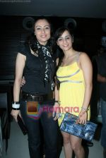 Tina and Gauri Tonk at Bhavna Pani_s birthday bash in Puro on 12th Aug 2009 (121).JPG