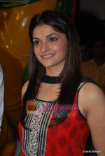 Prachi Desai seek blessings of Shri Krishna to promote Life Partner in Andheri on 13th Aug 2009 (3).JPG