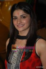 Prachi Desai seek blessings of Shri Krishna to promote Life Partner in Andheri on 13th Aug 2009 (4).JPG