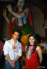 Prachi Desai, Tusshar Kapoor seek blessings of Shri Krishna to promote Life Partner in Andheri on 13th Aug 2009 (11).JPG