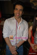 Tusshar Kapoor seek blessings of Shri Krishna to promote Life Partner in Andheri on 13th Aug 2009 (32).JPG