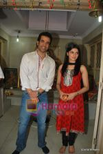 Tusshar Kapoor, Prachi Desai seek blessings of Shri Krishna to promote Life Partner in Andheri on 13th Aug 2009 (13).JPG