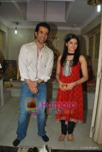 Tusshar Kapoor, Prachi Desai seek blessings of Shri Krishna to promote Life Partner in Andheri on 13th Aug 2009 (2).JPG
