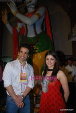 Tusshar Kapoor, Prachi Desai seek blessings of Shri Krishna to promote Life Partner in Andheri on 13th Aug 2009 (3).JPG