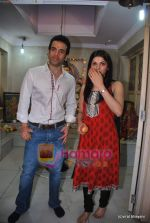 Tusshar Kapoor, Prachi Desai seek blessings of Shri Krishna to promote Life Partner in Andheri on 13th Aug 2009 (8).JPG