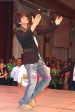 Shahrukh Khan thanking his fans in Atlantic City, New Jersey. Courtesy- INDIA ANI (1).jpg