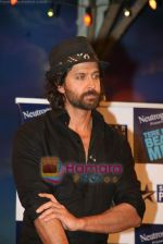 Hrithik Roshan on the sets of Farah Khan_s chat show Tere Mere Beach Mein in Filmcity on 16th Aug 2009 (10).JPG