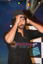 Hrithik Roshan on the sets of Farah Khan_s chat show Tere Mere Beach Mein in Filmcity on 16th Aug 2009 (11).JPG