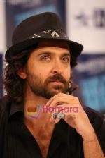 Hrithik Roshan on the sets of Farah Khan_s chat show Tere Mere Beach Mein in Filmcity on 16th Aug 2009 (4).JPG