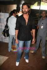 Hrithik Roshan on the sets of Farah Khan_s chat show Tere Mere Beach Mein in Filmcity on 16th Aug 2009 (49).JPG