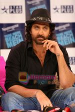 Hrithik Roshan on the sets of Farah Khan_s chat show Tere Mere Beach Mein in Filmcity on 16th Aug 2009 (5).JPG