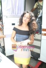 Kangana Ranaut on the sets of Farah Khan_s chat show Tere Mere Beach Mein in Filmcity on 16th Aug 2009 (10).JPG