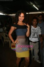 Kangana Ranaut on the sets of Farah Khan_s chat show Tere Mere Beach Mein in Filmcity on 16th Aug 2009 (17).JPG