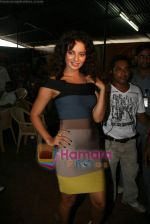 Kangana Ranaut on the sets of Farah Khan_s chat show Tere Mere Beach Mein in Filmcity on 16th Aug 2009 (18).JPG