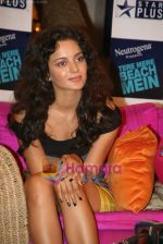 Kangana Ranaut on the sets of Farah Khan_s chat show Tere Mere Beach Mein in Filmcity on 16th Aug 2009 (20).JPG