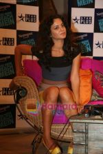 Kangana Ranaut on the sets of Farah Khan_s chat show Tere Mere Beach Mein in Filmcity on 16th Aug 2009 (21).JPG