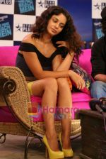 Kangana Ranaut on the sets of Farah Khan_s chat show Tere Mere Beach Mein in Filmcity on 16th Aug 2009 (29).JPG