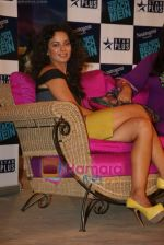 Kangana Ranaut on the sets of Farah Khan_s chat show Tere Mere Beach Mein in Filmcity on 16th Aug 2009 (30).JPG
