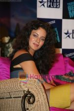 Kangana Ranaut on the sets of Farah Khan_s chat show Tere Mere Beach Mein in Filmcity on 16th Aug 2009 (38).JPG