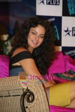 Kangana Ranaut on the sets of Farah Khan_s chat show Tere Mere Beach Mein in Filmcity on 16th Aug 2009 (4).JPG