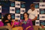 Kangana Ranaut, Farah Khan on the sets of Farah Khan_s chat show Tere Mere Beach Mein in Filmcity on 16th Aug 2009 (68).JPG
