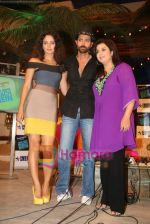 Kangana Ranaut, Hrithik Roshan, Farah  Khan on the sets of Farah Khan_s chat show Tere Mere Beach Mein in Filmcity on 16th Aug 2009 (4).JPG