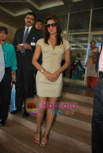 Priyanka Chopra at the launch of Novaltis Radiosuregery scanner for tumors in Ambani Hospital on 16th Aug 2009 (32).JPG