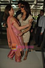 Priyanka Chopra, Tina Ambani at the launch of Novaltis Radiosuregery scanner for tumors in Ambani Hospital on 16th Aug 2009 (9).JPG