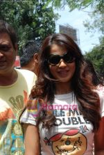 Genelia D Souza sell the tickets to promote the film in Galaxy, Bandra on 17th Aug 2009 (2).JPG