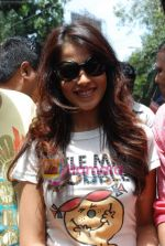 Genelia D Souza sell the tickets to promote the film in Galaxy, Bandra on 17th Aug 2009 (3).JPG