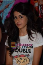 Genelia D Souza sell the tickets to promote the film in Galaxy, Bandra on 17th Aug 2009 (4).JPG