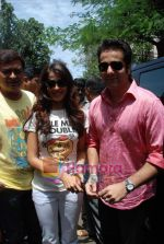 Genelia D Souza, Fardeen Khan sell the tickets to promote the film in Galaxy, Bandra on 17th Aug 2009 (4).JPG