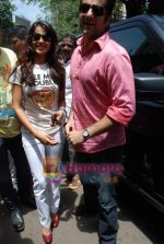 Genelia D Souza, Fardeen Khan sell the tickets to promote the film in Galaxy, Bandra on 17th Aug 2009 (7).JPG