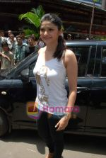 Prachi Desai sell the tickets to promote the film in Galaxy, Bandra on 17th Aug 2009 (2).JPG