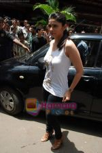 Prachi Desai sell the tickets to promote the film in Galaxy, Bandra on 17th Aug 2009 (3).JPG