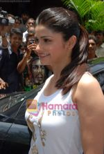 Prachi Desai sell the tickets to promote the film in Galaxy, Bandra on 17th Aug 2009 (7).JPG