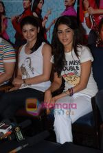 Prachi Desai, Genelia D Souza sell the tickets to promote the film in Galaxy, Bandra on 17th Aug 2009 (2).JPG