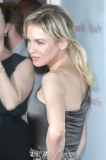 Renee Zellweger at the NY Premiere of MY ONE AND ONLY in Paris Theatre on August 18th 2009 (5).jpg