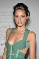 Emily DiDonato at the NY Premiere of THE SEPTEMBER ISSUE in The Museum of Modern Art on 19th August 2009 (1).jpg