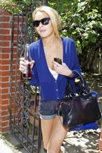Lindsay Lohan steps out of her Hollywood residence in Los Angeles, California on 25th August 2009 - IANS-WENN.jpg